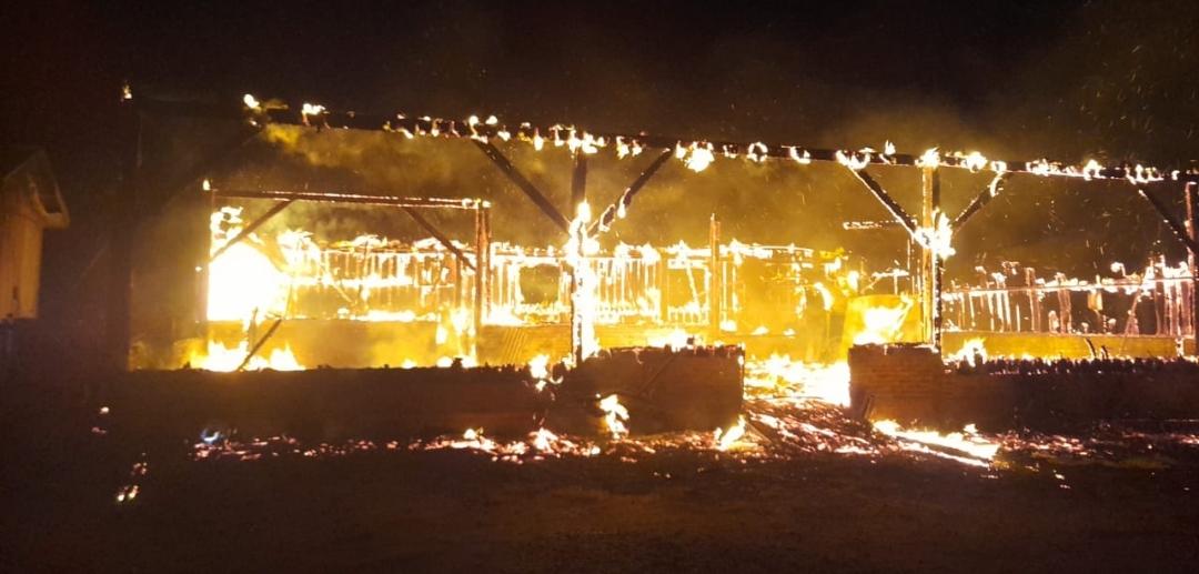 Incêndio em um bar em Campos Borges
