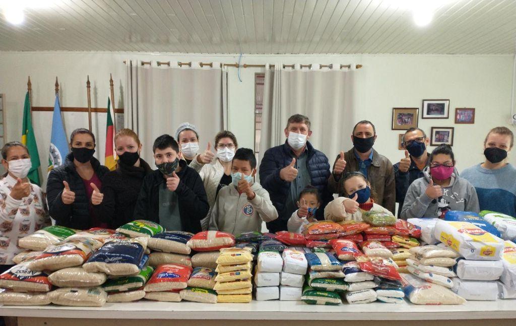 Prefeitura de Lagoa dos Três Cantos faz doação de alimentos para APAE de Tapera