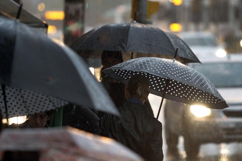 Sexta-feira deve ter chuva e temporais no RS
