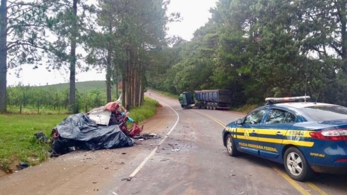 Casal morre em colisão entre carro e carreta no Norte do RS