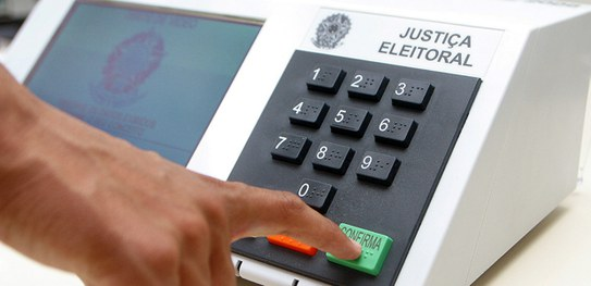 Programa de urna eletrônica 'simplesmente não roda' se for adulterado, afirma TSE