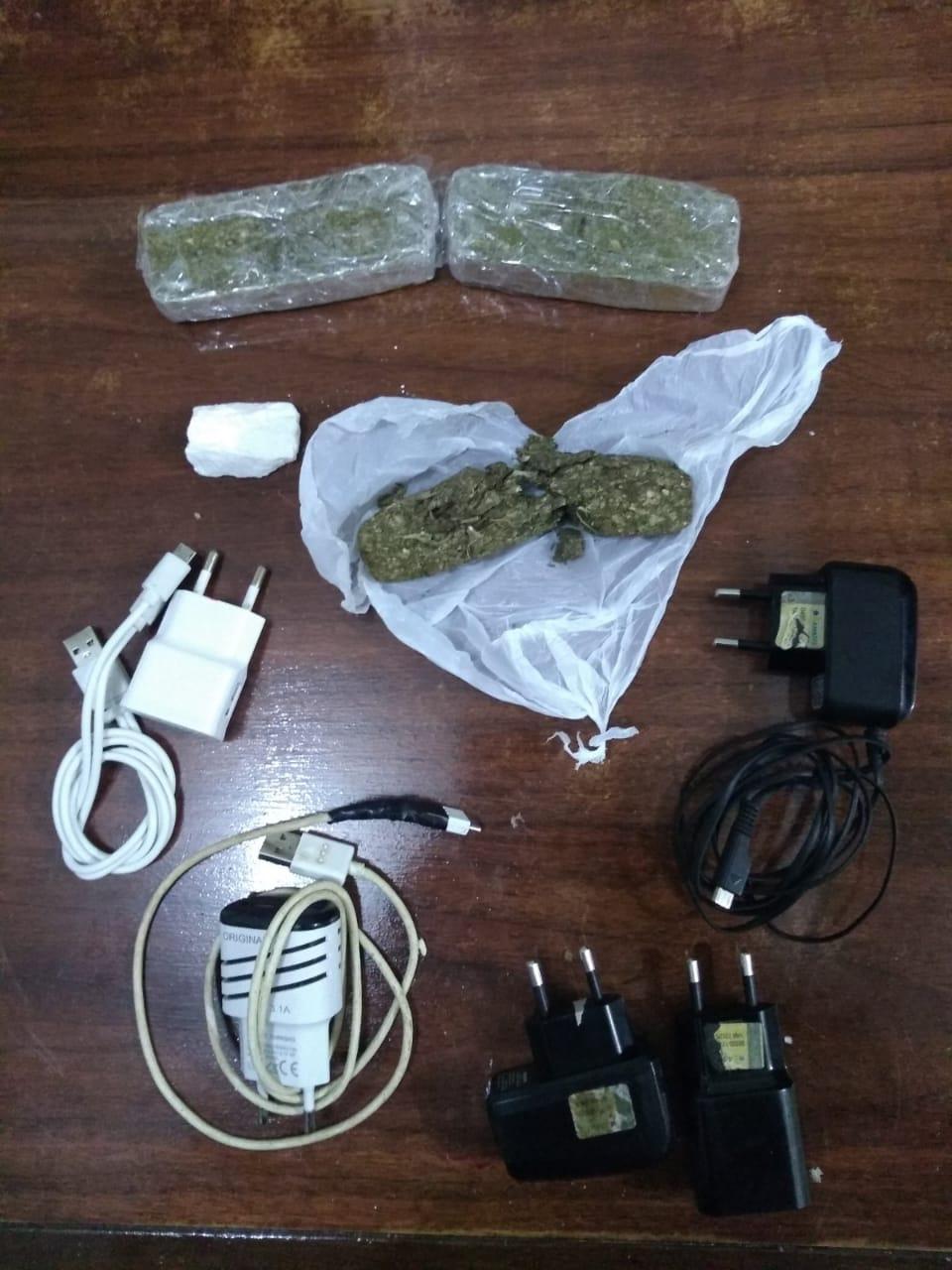Agentes interceptam arremesso de maconha e carregadores de celular no Presídio de Agudo
