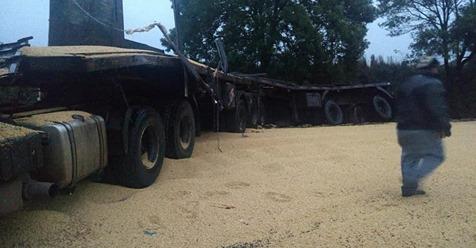 Acidente entre dois caminhões deixa uma pessoa morta