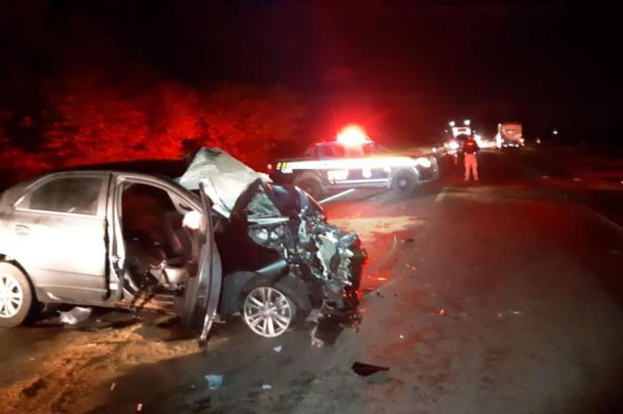 Homem morre em acidente entre dois ônibus e um carro na BR-290