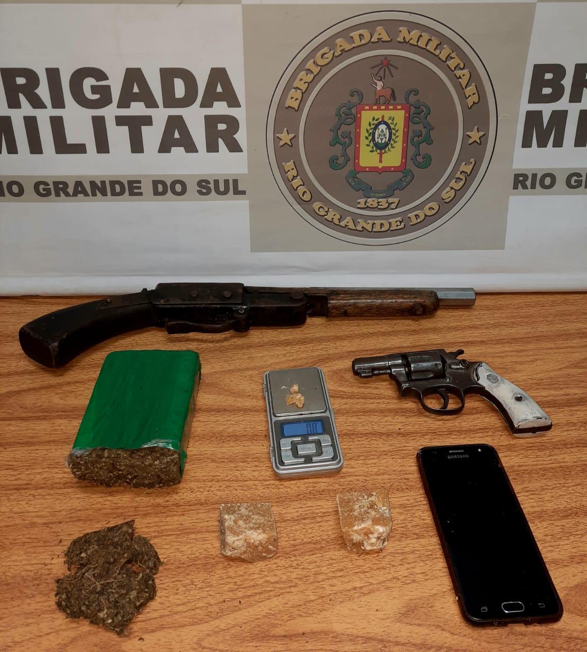 Jovem natural de Arroio do Tigre é preso com cocaína, maconha e armas em Montenegro