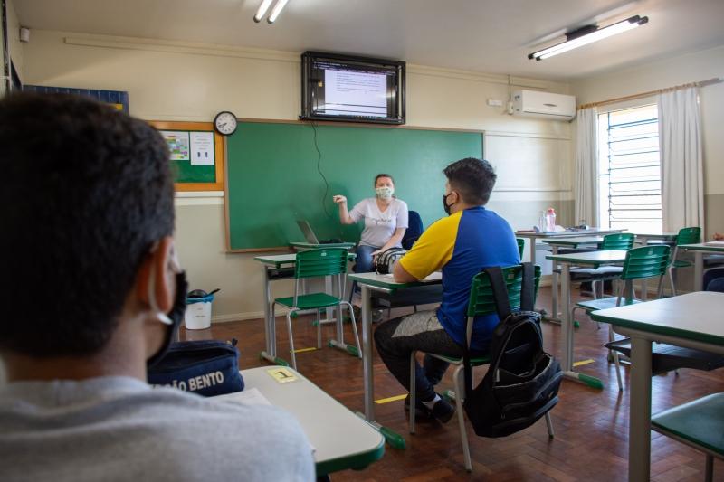 Volta às aulas tem aumento de estudantes no ensino presencial