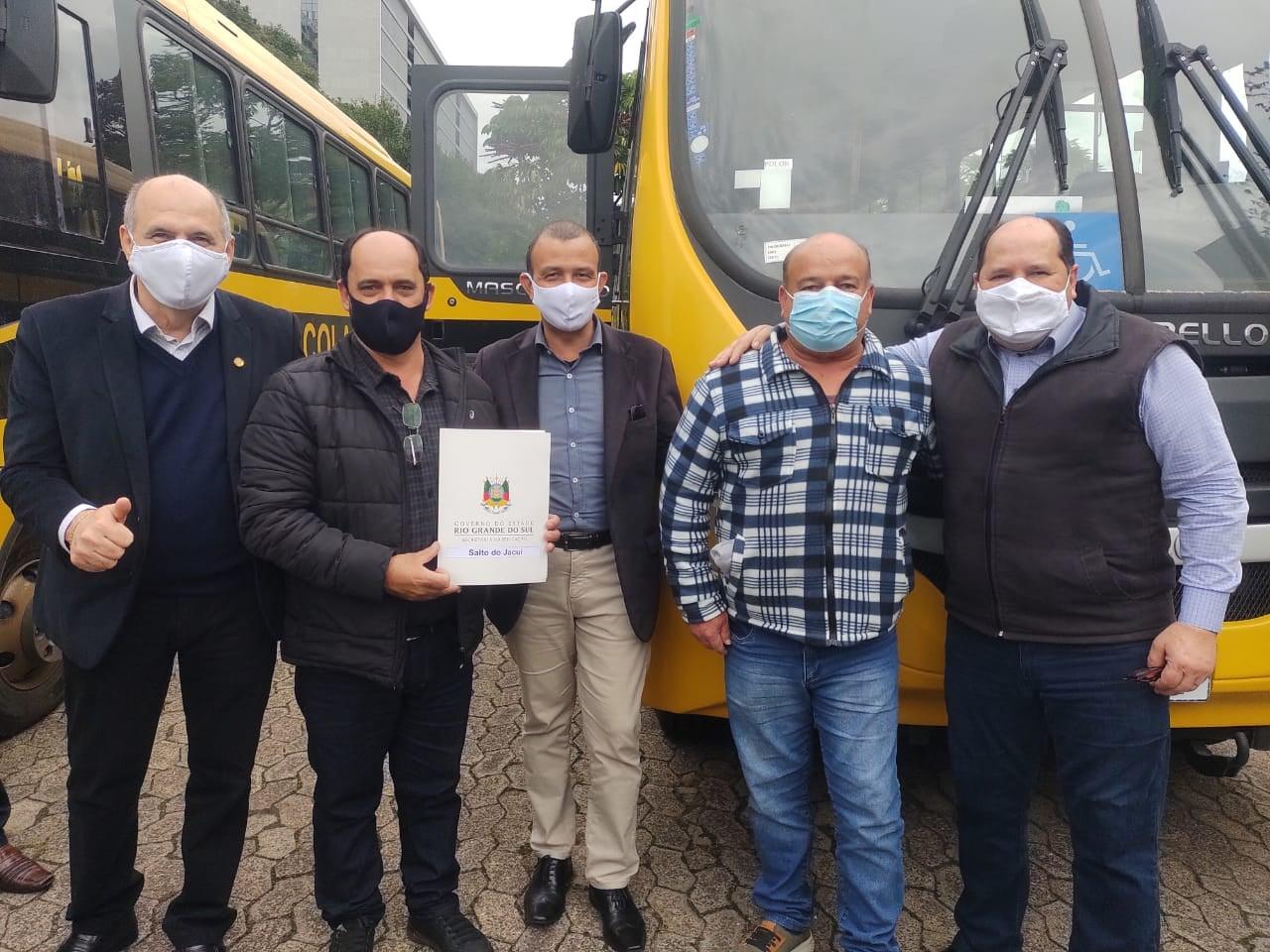 Salto do Jacuí recebe ônibus novo para o transporte escolar