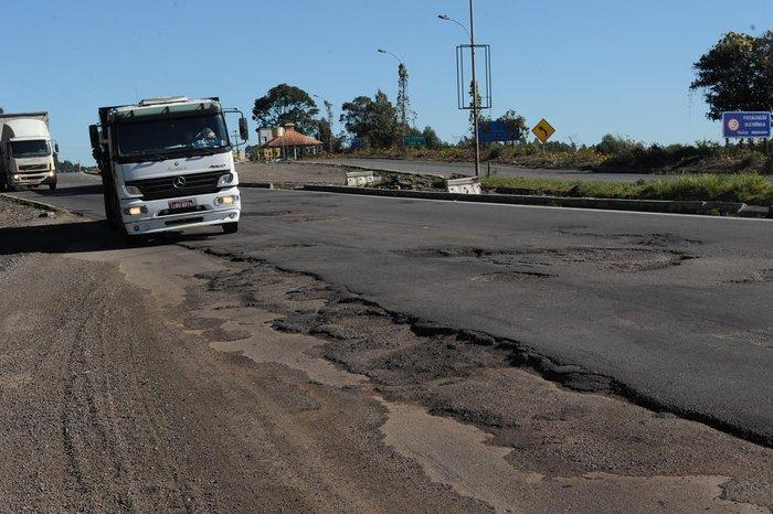 Governo do RS prepara plano de R$ 1 bilhão para recuperar estradas estaduais