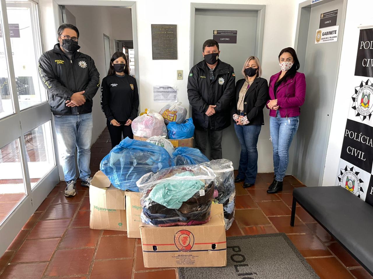 Delegacia de Polícia de Salto do Jacuí entrega doações da Campanha do Agasalho