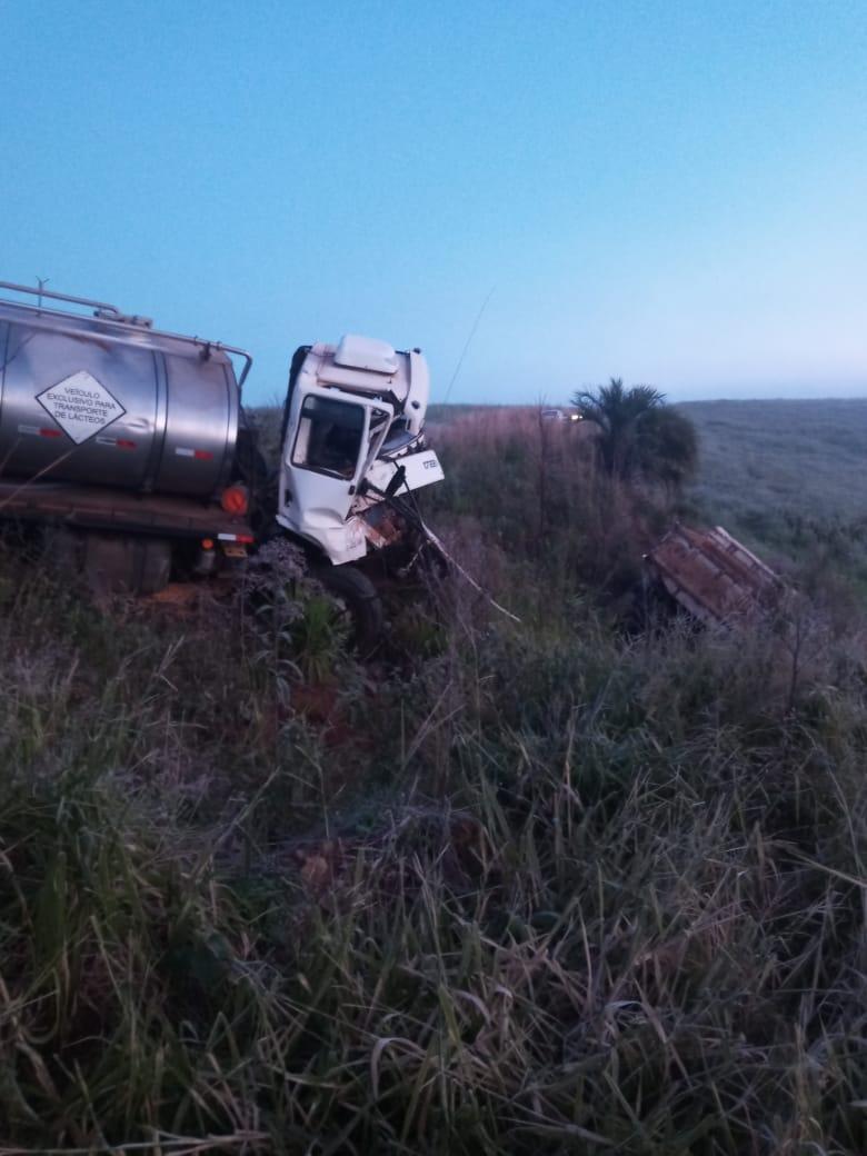 Dois caminhões se envolvem em acidente na RSC-481 nesta quarta-feira