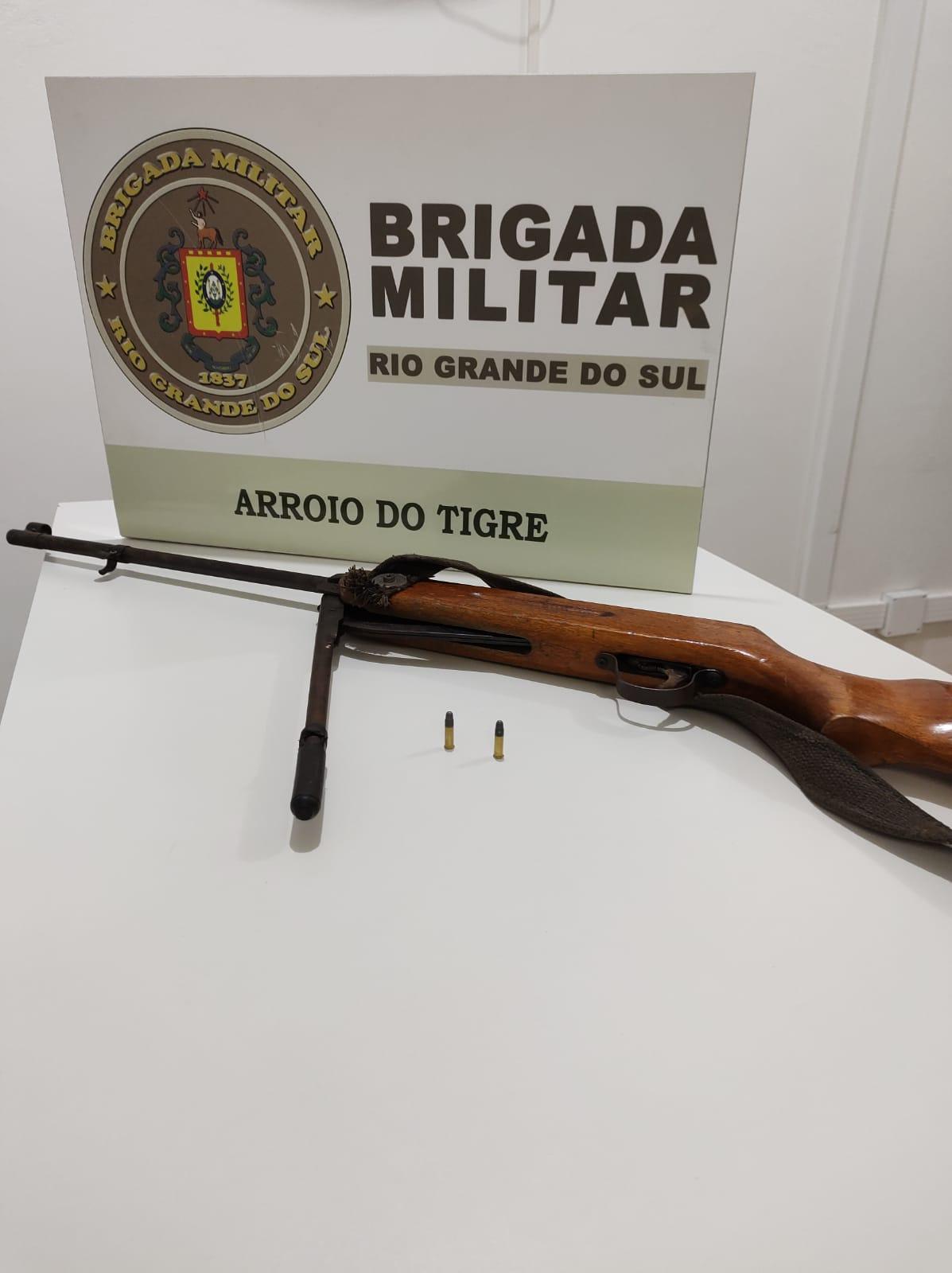 Brigada Militar efetua prisão por posse irregular de arma de fogo de uso permitido