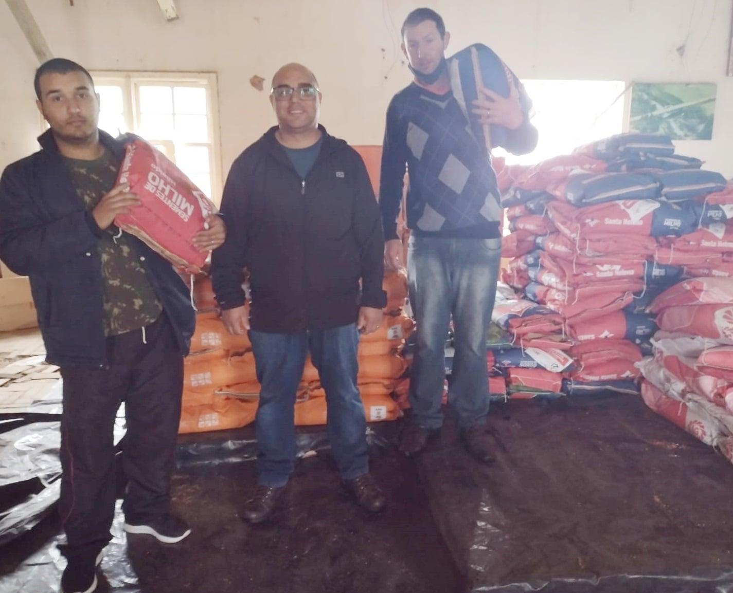 Segredo realiza entrega do programa Troca-Troca de Sementes