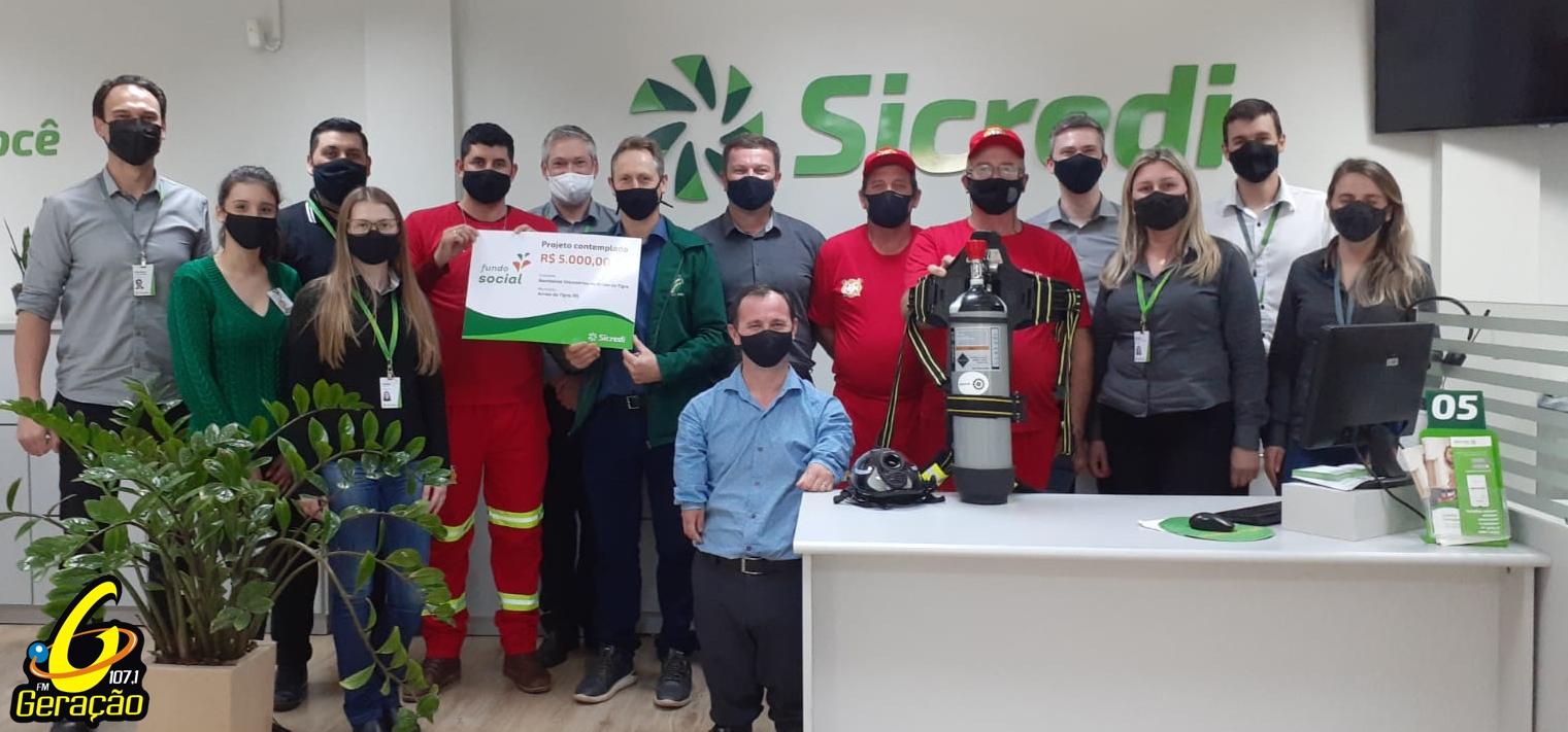 Bombeiros Voluntários de Arroio do Tigre recebem equipamento através de doação do Sicredi