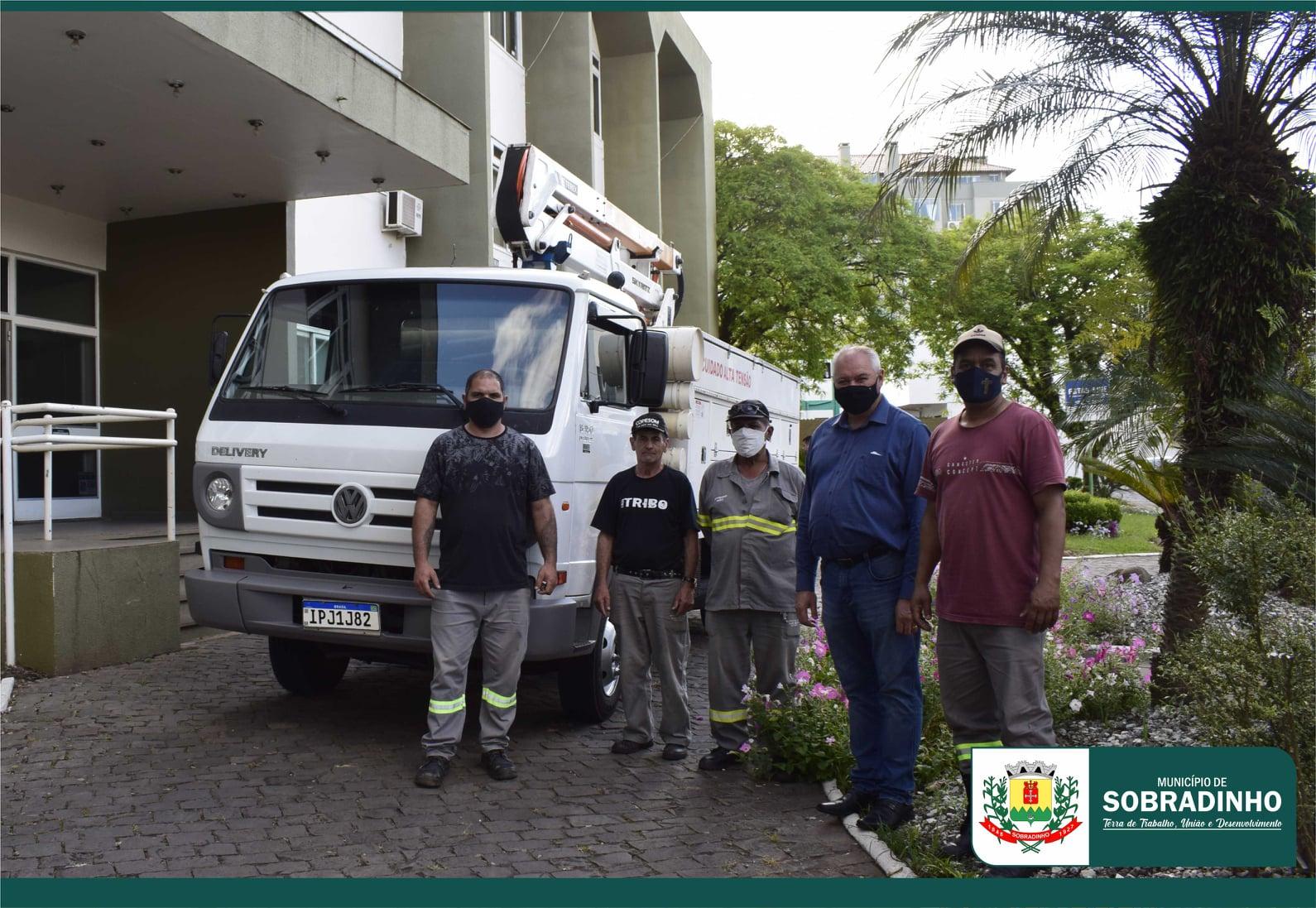 Sobradinho recebe Caminhão com cesto aéreo