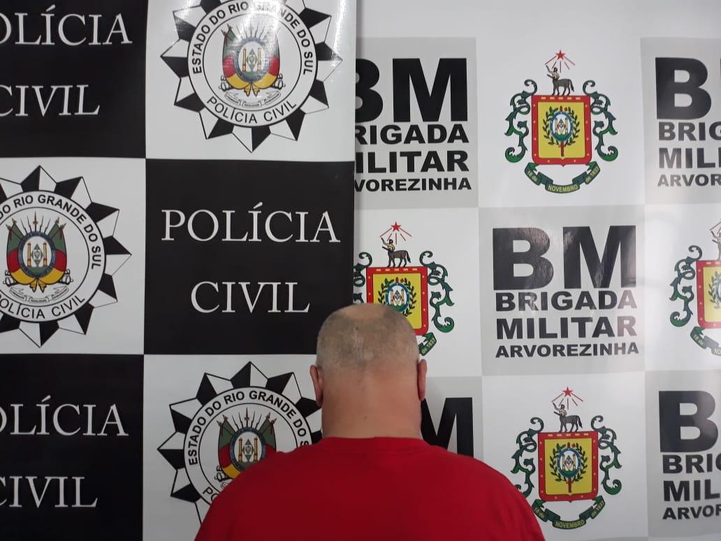 Polícia Civil e Brigada Militar prendem homem por tráfico de drogas em Arvorezinha