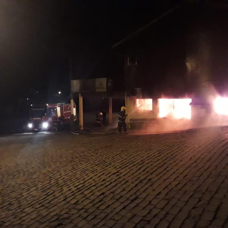 Incêndio é registrado em estabelecimento comercial no centro de São José do Herval