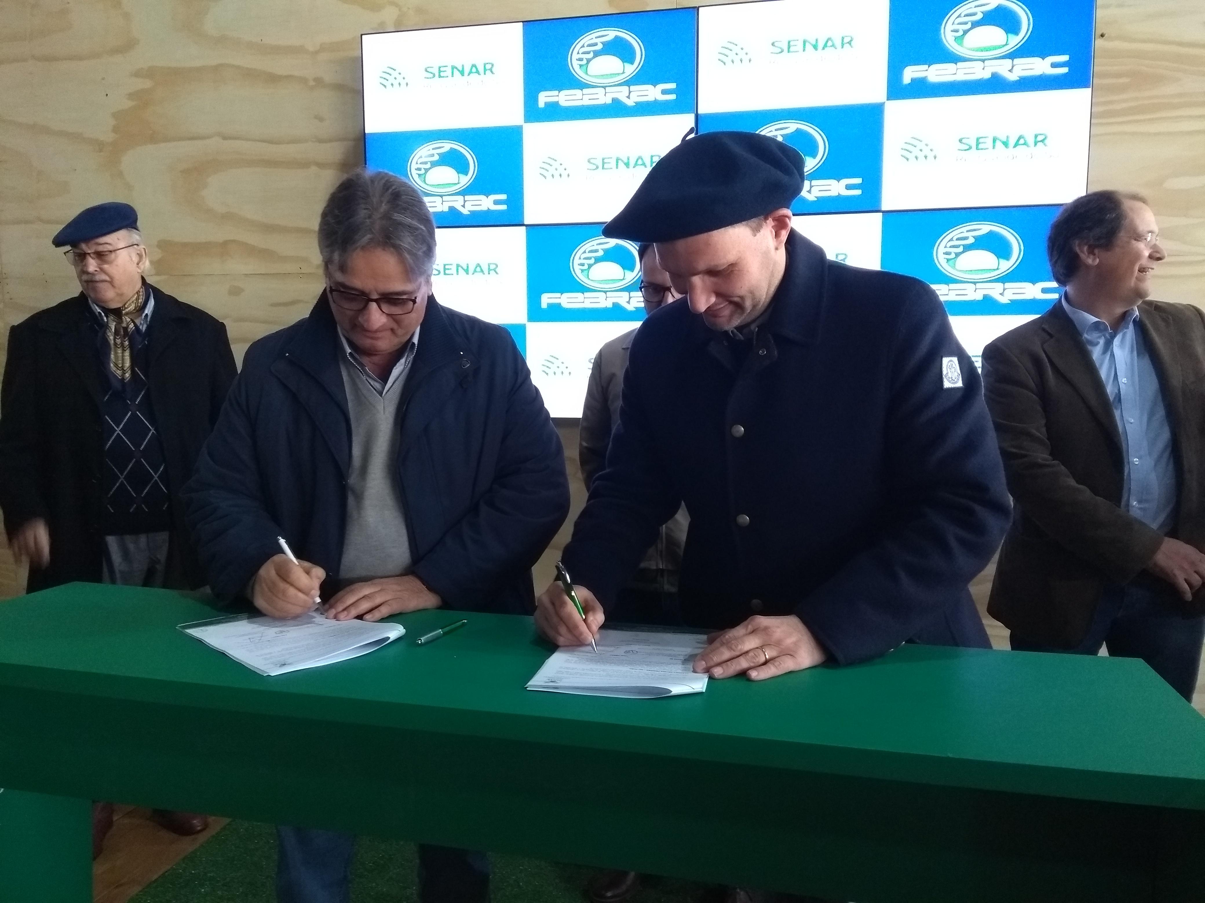 Febrac e Senar-RS assinam convênio que facilitará capacitação de produtores de genética no Estado