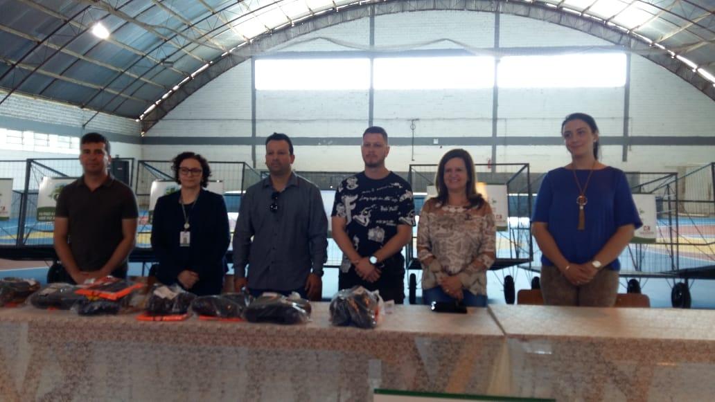 Entregues novos carrinhos de coleta de materiais recicláveis e equipamentos para catadores do Projeto Soledade Limpa