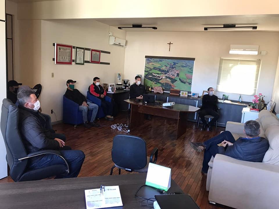 Empresa Vibra Alimentos que adquiriu abatedouro da Somave visita Prefeitura de Mormaço