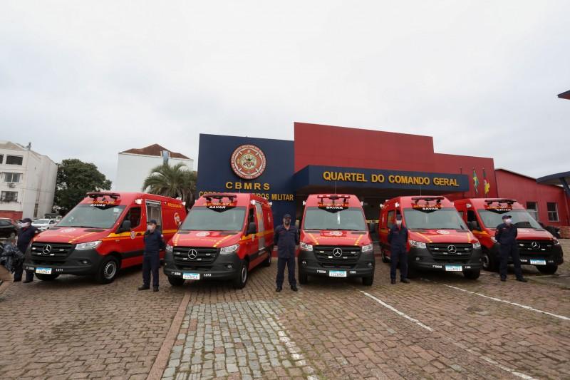 Governo entrega cinco novas ambulâncias ao Corpo de Bombeiros Militar