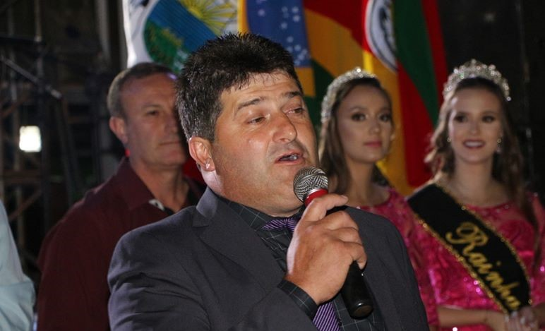 Prefeito de Ibirapuitã Rosemar Hentges assume a presidência da AMASBI