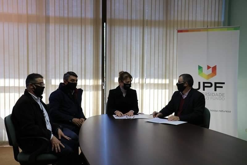 Universidade de Passo Fundo e Sicredi firmam convênio