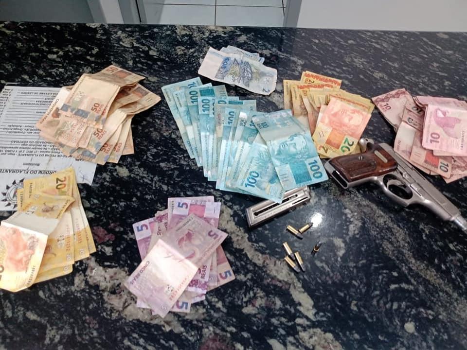 BM de Soledade prende jovem de 22 anos com extensa ficha criminal portando pistola raspada e mais de R$ 3 mil