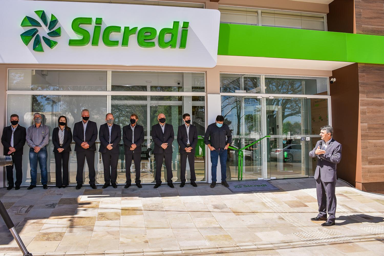 Sicredi reinaugura agência de Ibirapuitã