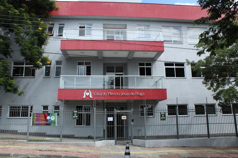 Parte das vendas da Rede de Farmácias São João será destinada ao cuidado de crianças e adolescentes com lesão cerebral e deficiência motora
