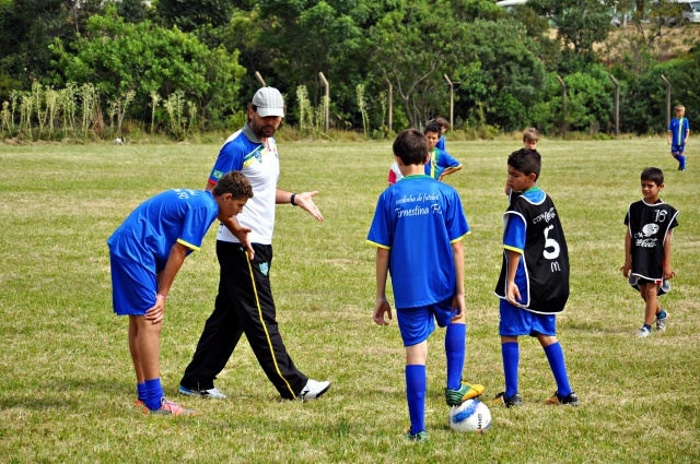 Parceria possibilita oficina de futebol a crianças ernestinenses