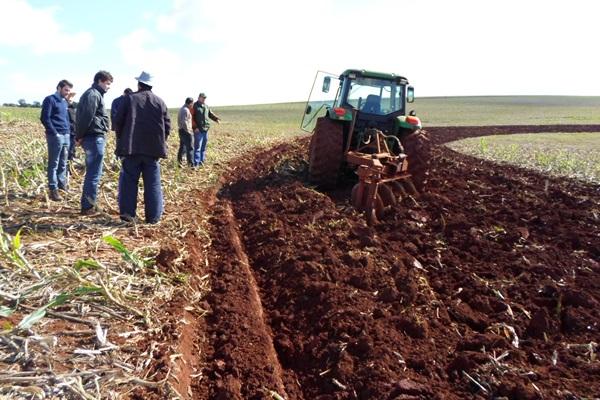 Terraceamento é alternativa para conservação do solo em Victor Graeff