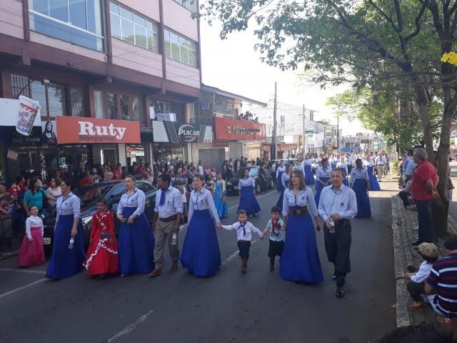 Desfile Farroupilha é prestigiado por cerca de 3.000 pessoas em Soledade