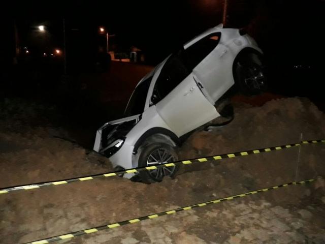 Buraco não sinalizado ocasiona acidente em Soledade