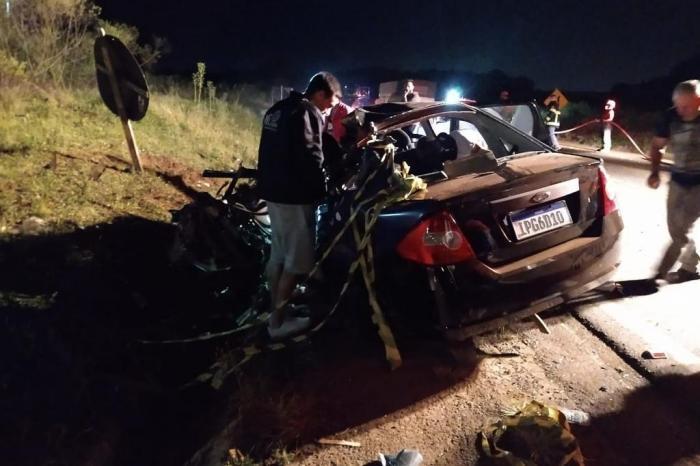 Homem morre em acidente entre carro e caminhão em Passo Fundo