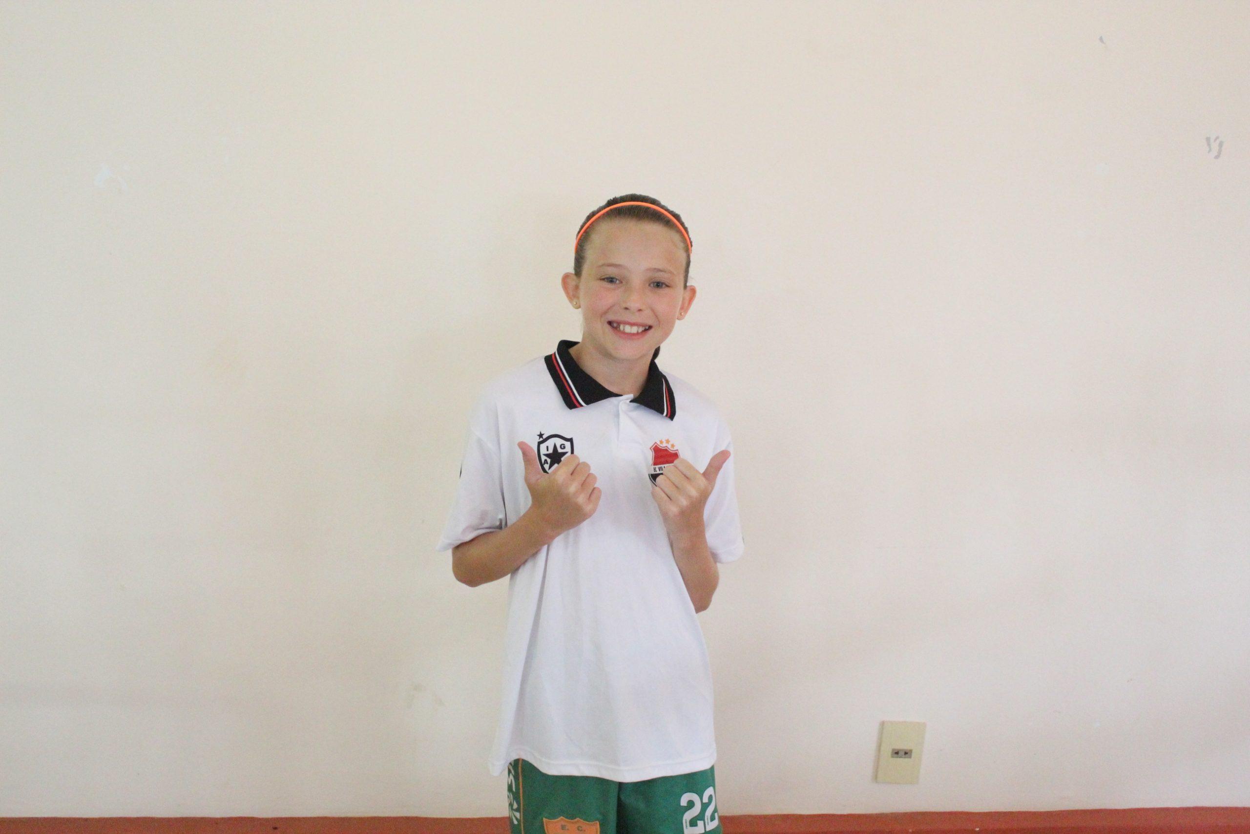 Menina de 10 anos de Tapera participa de seletiva no Grêmio