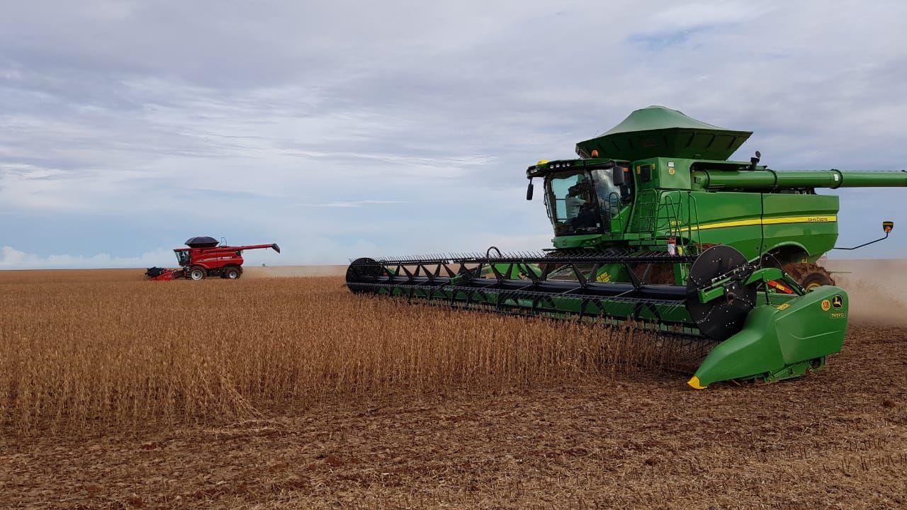Colheita de soja chega perto de ser concluída na região