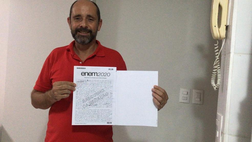 Ex-morador de rua supera vício em drogas e conquista 920 pontos na redação do Enem