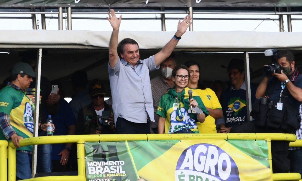 """""""O Brasil se mantém em pé em grande parte graças ao homem do campo que não parou"""", discursa Bolsonaro"""