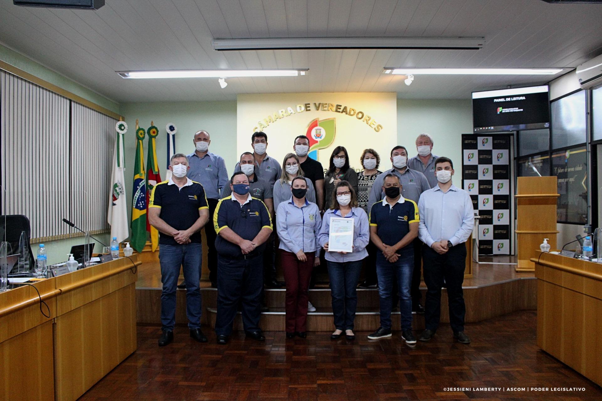Câmara entrega Moção de Aplauso ao Rotary Clube de Não-Me-Toque