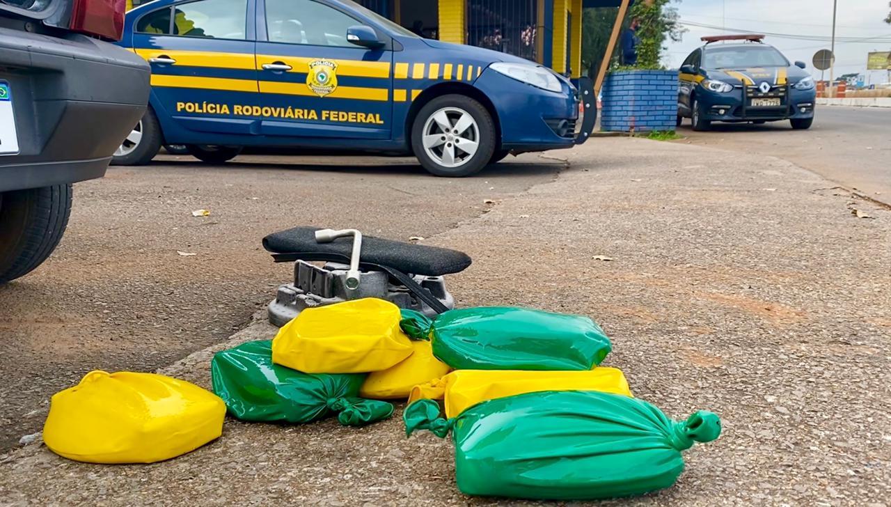 PRF prende traficante com drogas no tanque de combustível do carro em Passo Fundo