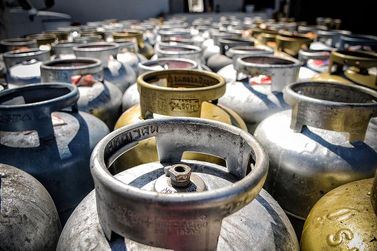 Preço do gás dispara e passa de R$100 na maioria do país