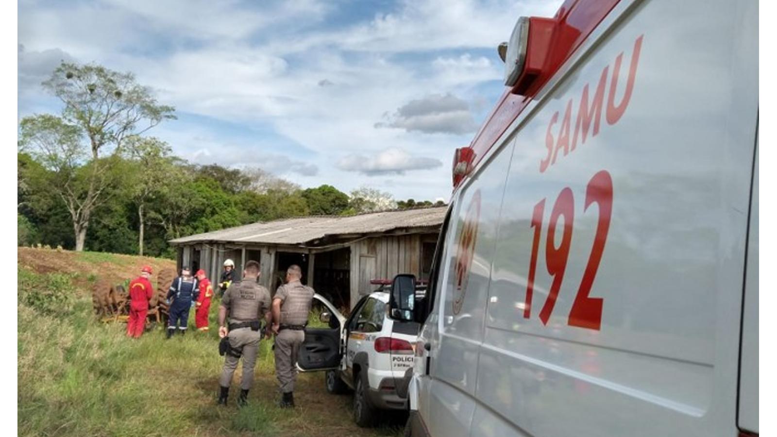 Agricultor morre em tombamento de trator em Tapejara