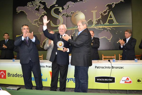 Breno Prates é homenageado com o Semente de Ouro