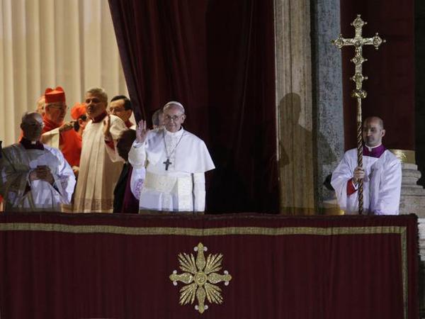 Escolhido o novo papa: é o argentino Jorge Mario Bergoglio