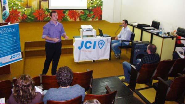 Ideias emetas ganham destaque na primeira palestra da JCI no ano