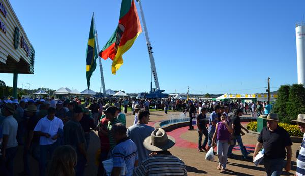 Público da Expodireto 2013 já soma 134,9 mil pessoas