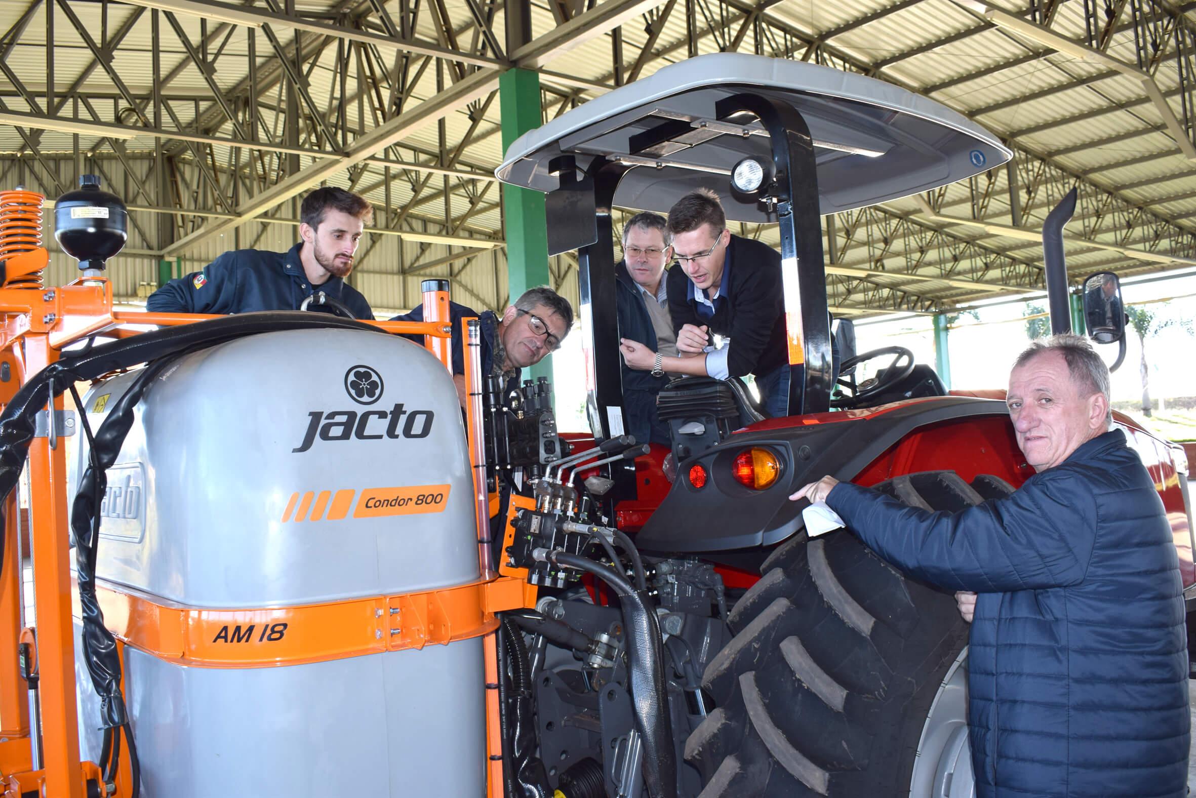 Cursos da Emater ajudam agricultores a aproveitar potencial das máquinas