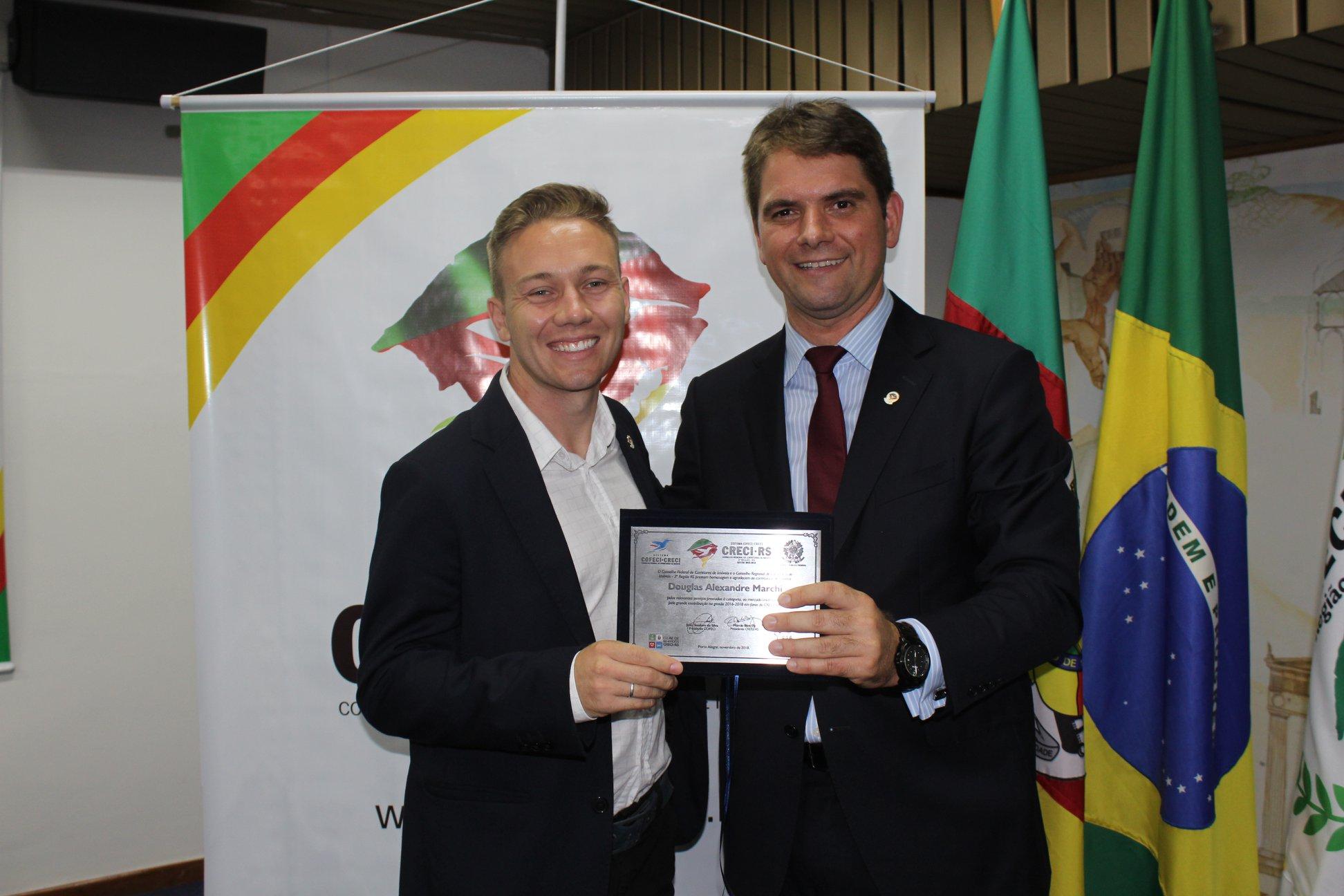 Douglas Marchi recebe homenagem como representante regional do Conselho de Corretores Imobiliários