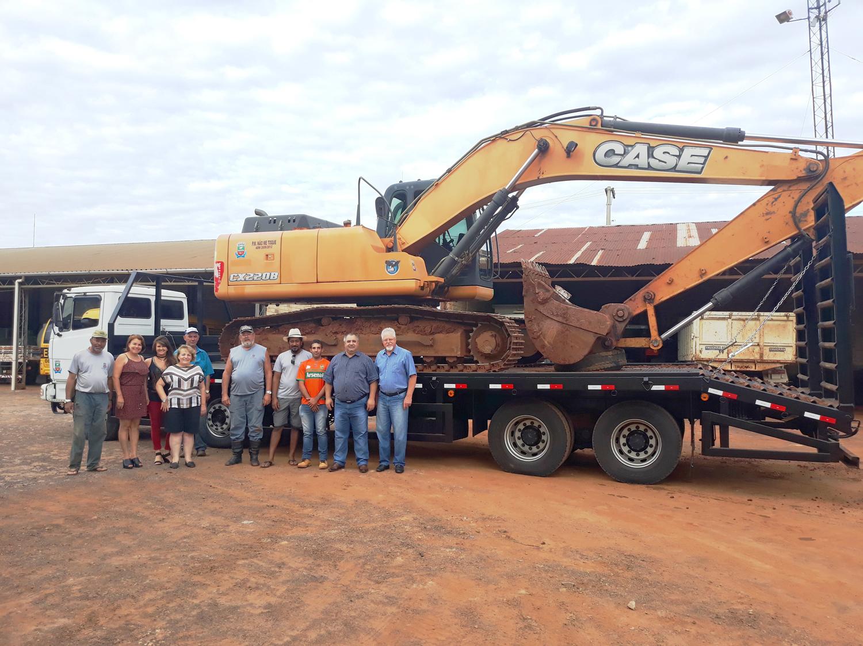 Prefeitura adquire equipamento para transporte de máquinas