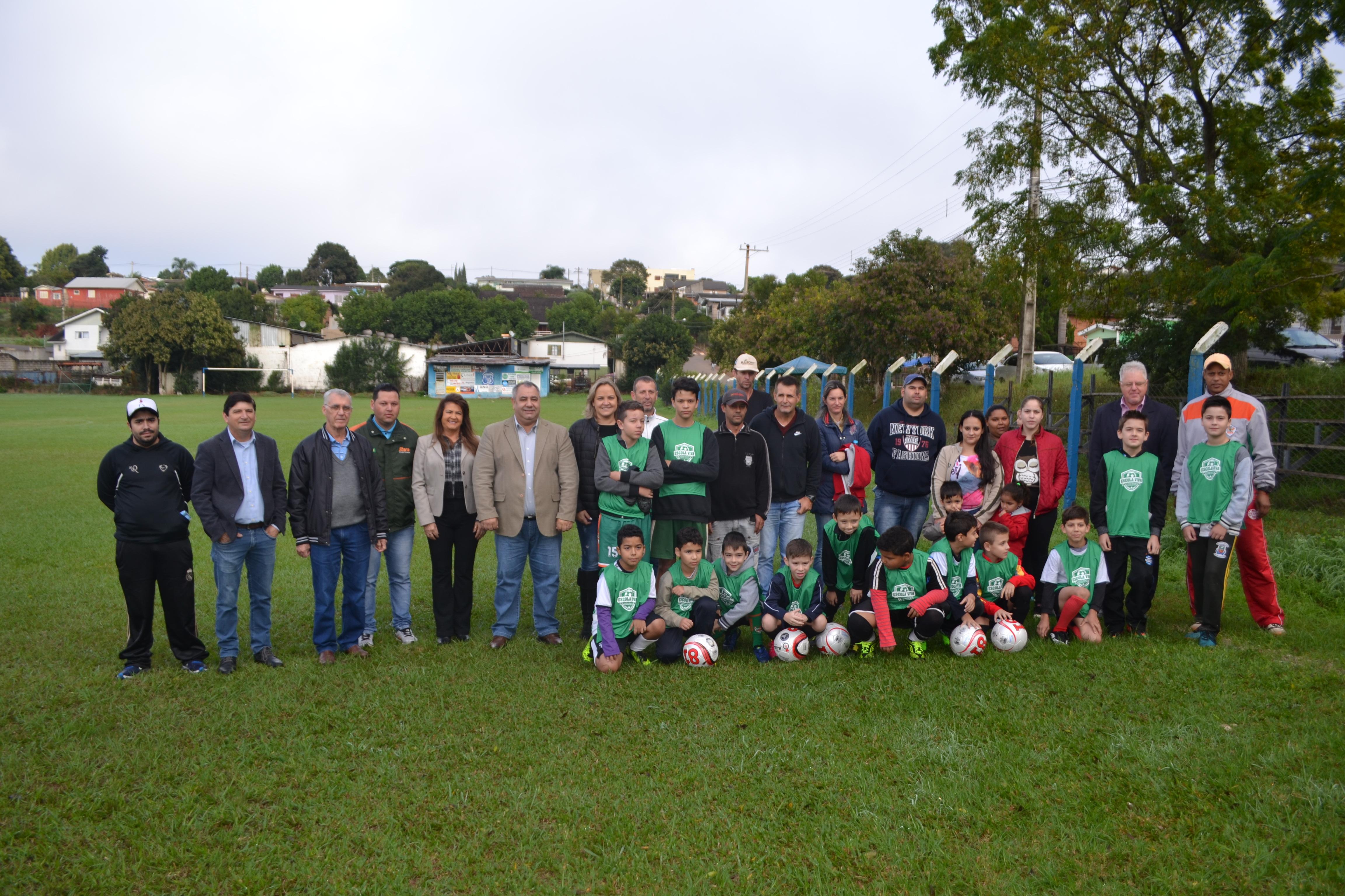 Inicia projeto municipal de futebol Escola Viva